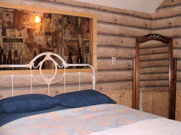 RadkieHouseBedroomMirrorJune2003-004